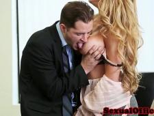 Выебал в офисе сексуальную секретаршу