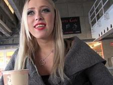 Пикапер разводит блондинку на секс