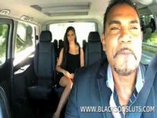 Черный таксист сделал куник пасажирке