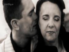 Джентельмен трахает свою возлюбленную в черно белом видео