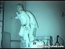 Скрытая камера засняла как молодые трахаются на улице