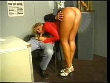 Босс ебет секретаршу в офисе