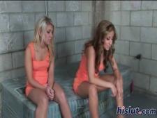 Сладкий секс в тюряге двух баб