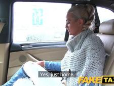 Таксист оттрахал бабу у себя в машине