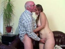 Дед дрочит с помощью молодой телки