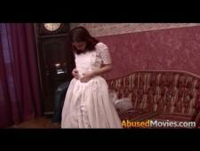 Озабоченный курьер трахнул невинную девушку