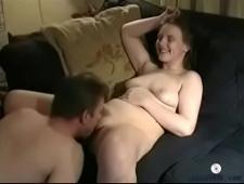 Девушка дрочит своему мужу член
