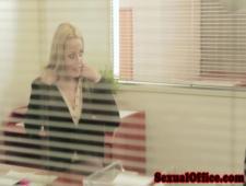 Настойчивая секретарша соблазнила своего босса