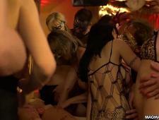 Свингер пати на вечеринке в клубе