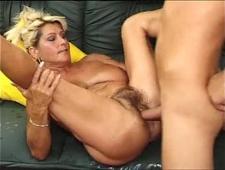 Развел родную тетю на секс