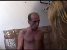 Пьяный в возрасте папа ебет дочь