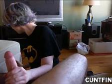 Подрочила мужику член сидя на коленках