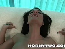 Трахает свою сучку до громкого оргазма