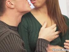 Молодой парень развел девушку на секс