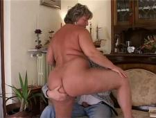 Ебет толстую жену