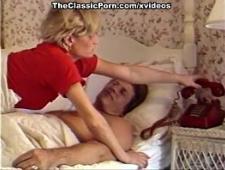 Супруг трахает свою красивую блондинку жену