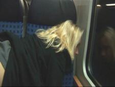 Баба мандражирует в поезде