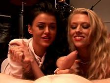 Девочки дрочат мальчикам видео порно