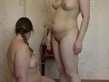 Две толстухи лесбиянки ласкают друг друга