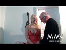 Дед трахает девушку своего внука