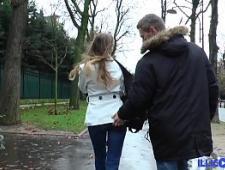 Мужик развел молодую сучку на секс