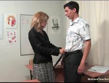 Трахнул русскую учительницу на столе