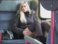 seks-rab-drochit-v-avtobuse-na-devushku