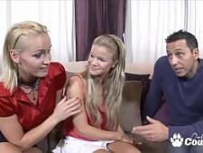 Молодая девушка трахается с зрелыми партнерами