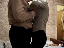 Горячая и молодая пара трахается для домашнего порно