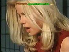 Сексуальная блондинка в ретро порно