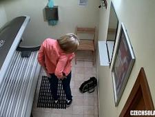Скрытая камера в кабинете солярия