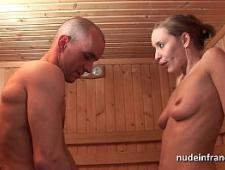 trahnul-zreluyu-tetku-v-saune
