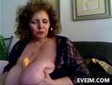 Бабушки дрочат с помощью вибратора
