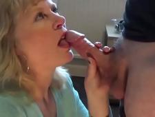 Мать сосет у сына хуй