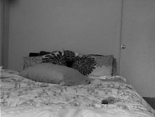 Молодая девушка ласкает киску на кровати