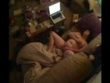 Мама дрочит одиноко в комнате