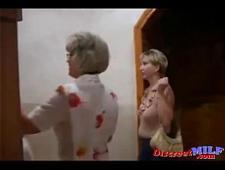 Старые лесбиянки трахаются в сауне