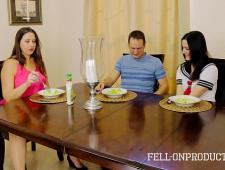 Брат трахает сестру и мать после завтрака