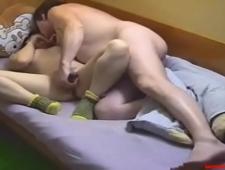 Отец трахает родную дочь в домашке