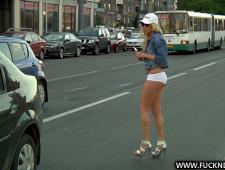 Трахнул девку с улицы в машине