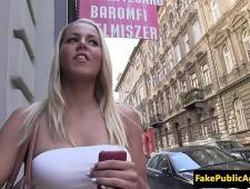 Развел сиськастую блондинку на секс