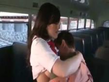 Ебли в школьном автобусе