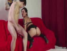 Помог маме получить оргазм во время мастурбации