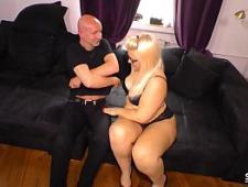 Блондинка впервые трахнулась с мужиком