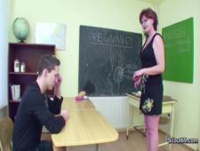 Учительница показала что такое секс ученик не растерялся залил спермой живот