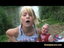 Дед трахает молоденькую блондинку за деньги