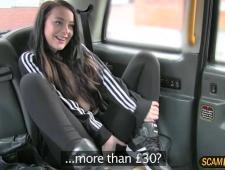 Девушка трахнулась с таксистом вместо денег