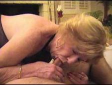 Внук трахнул бабушку в сексуальном наряде