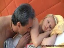 Порно дед ебет внучку пока она спит