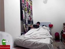 Дрочит на спящую сестру